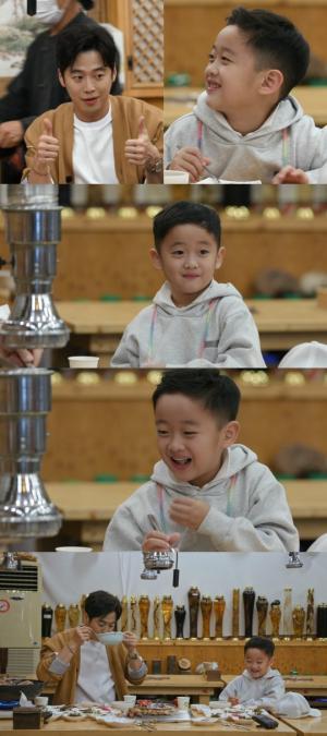 '편스토랑' 김재원, 아들과 함께 단골 식당에서 숯불 닭갈비와 능이버섯 백숙 먹방